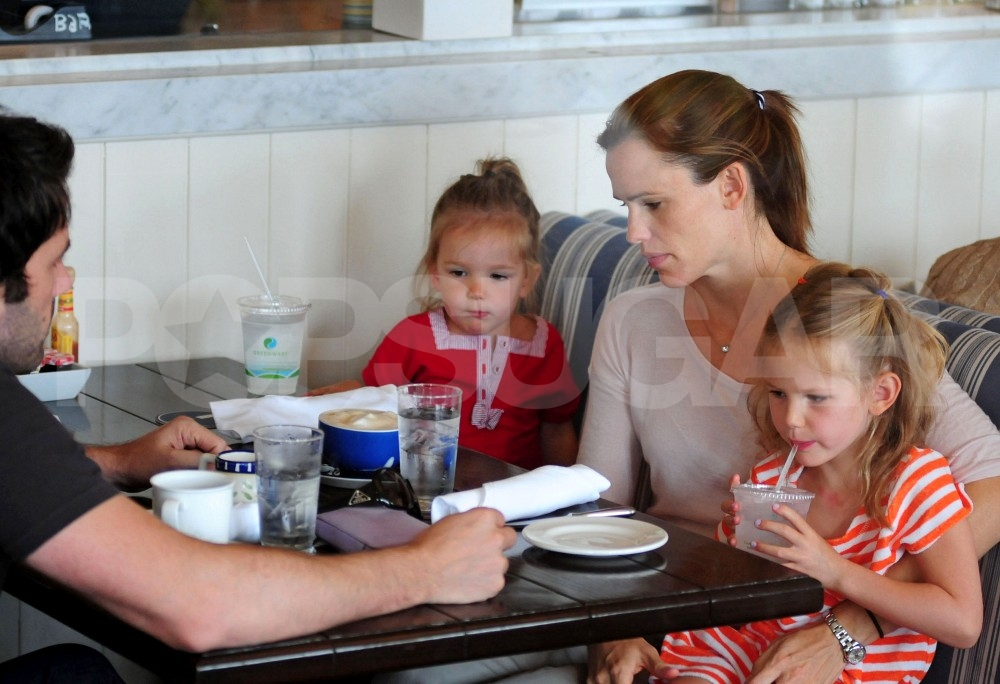 Jennifer Garner starts celebrating July 4 at Shutters with Seraphina and Violet, as well as Ben Affleck.