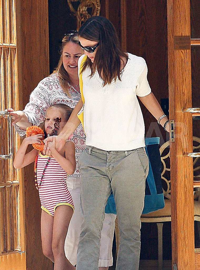 Jennifer Garner and Violet Splash and Swim Into July 4 Fun