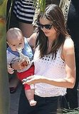 Miranda Kerr carried Flynn and her keys.