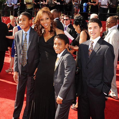 Holly Robinson Peete Talks About Kids' Food Allergies