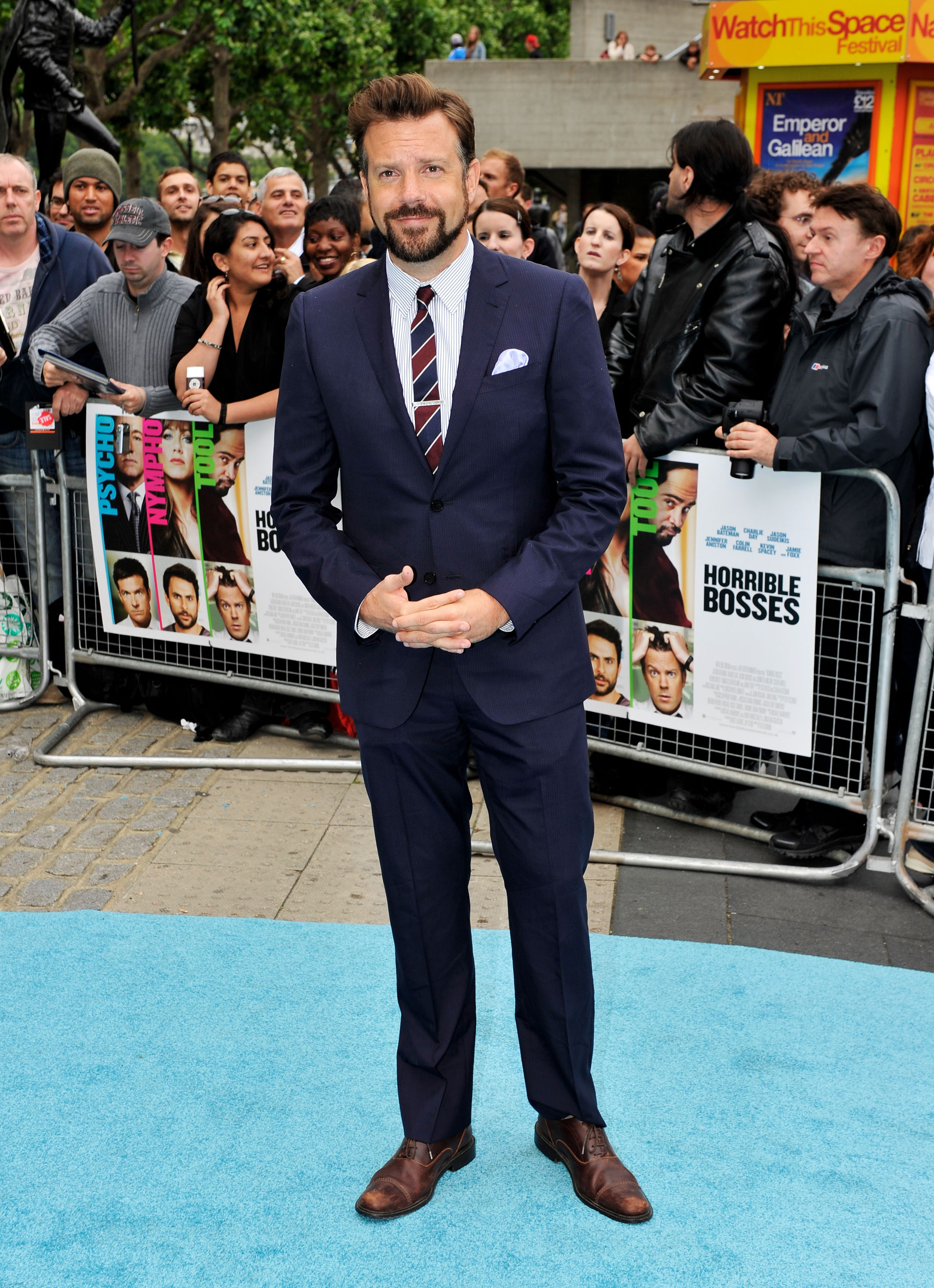 Jason Sudeikis in a suit.