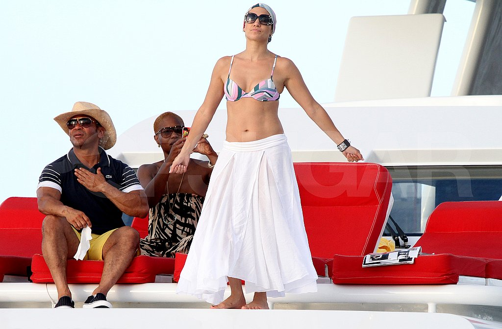 Jennifer Lopez wears a bikini on her birthday.