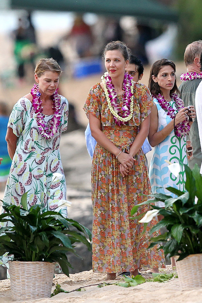 Maggie Gyllenhaal wore Hawaiian garb at her dad Stephen Gyllenhaal's wedding in July 2011.