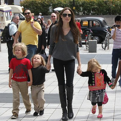 Angelina Jolie Pictures With Knox, Vivienne, Shiloh, Zahara