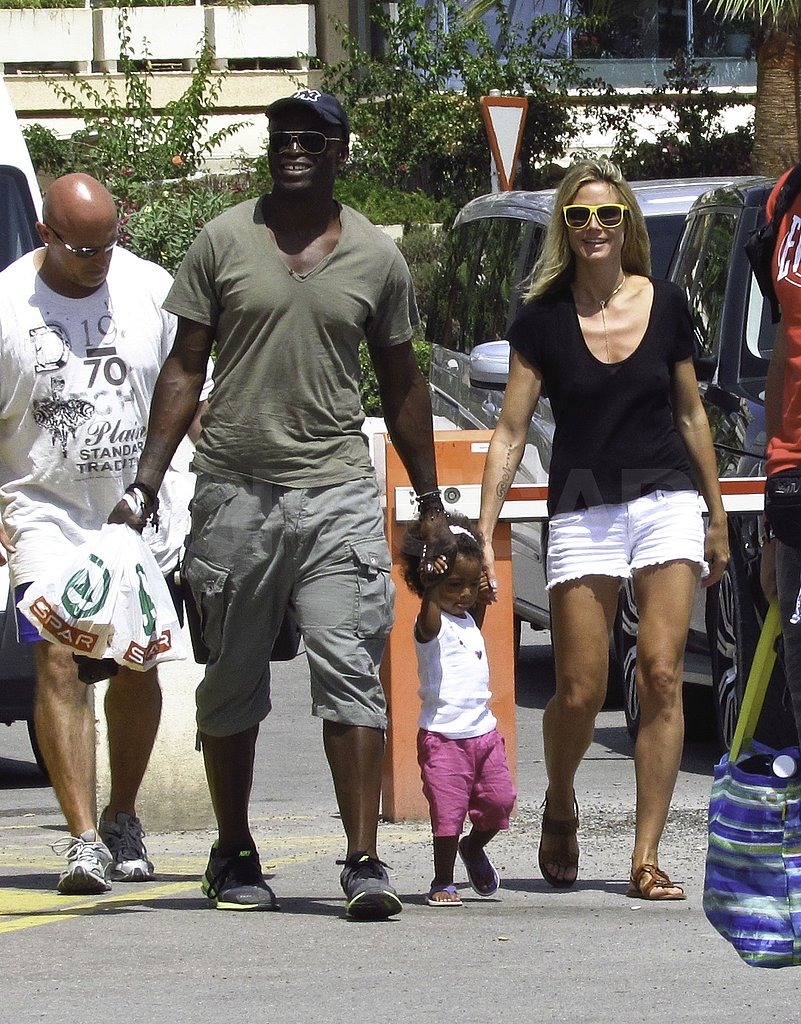 Heidi Klum and Seal held hands with Lou.