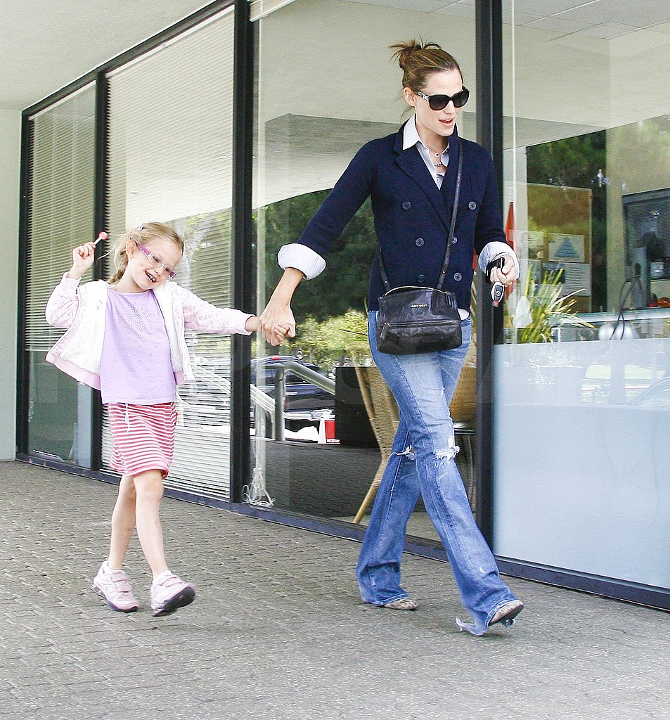 Jennifer Garner and Violet Affleck run errands.