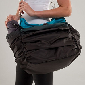 Lululemon Hot Yoga Hobo Gym Bag Review