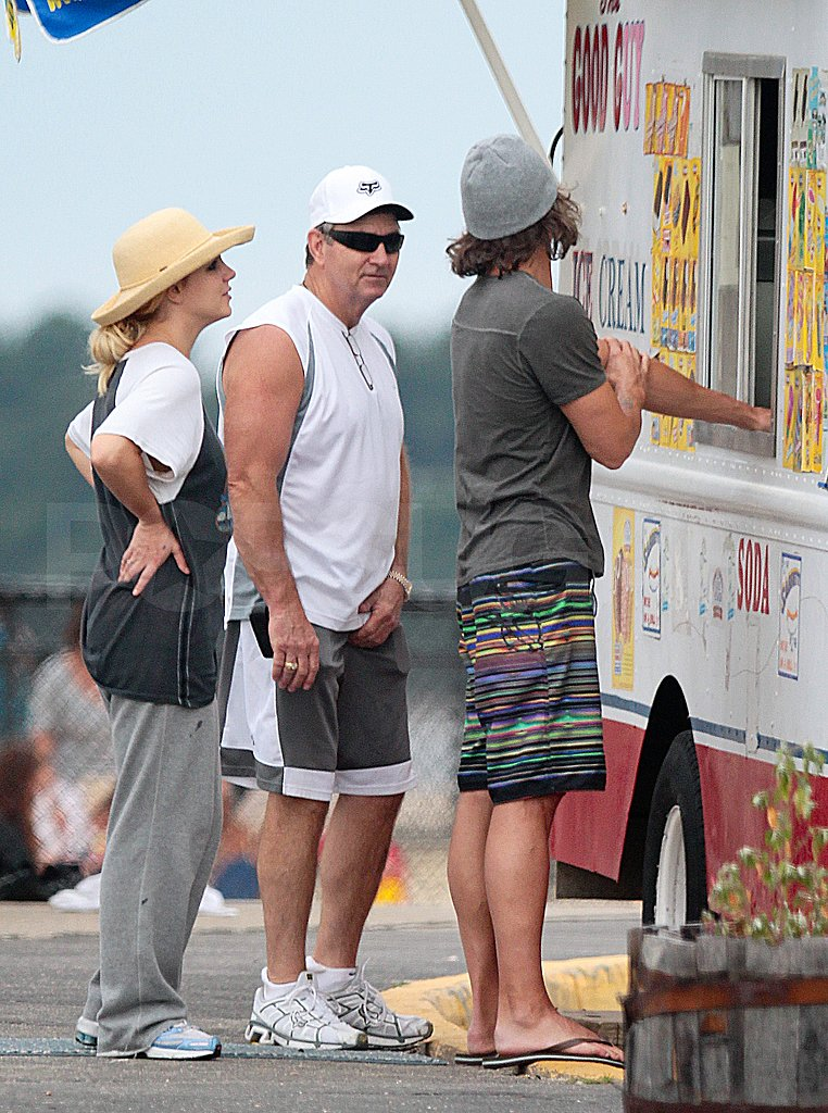 Britney Spears Hits the Beach and Gets a Sweet Treat With Jason and Her Sons