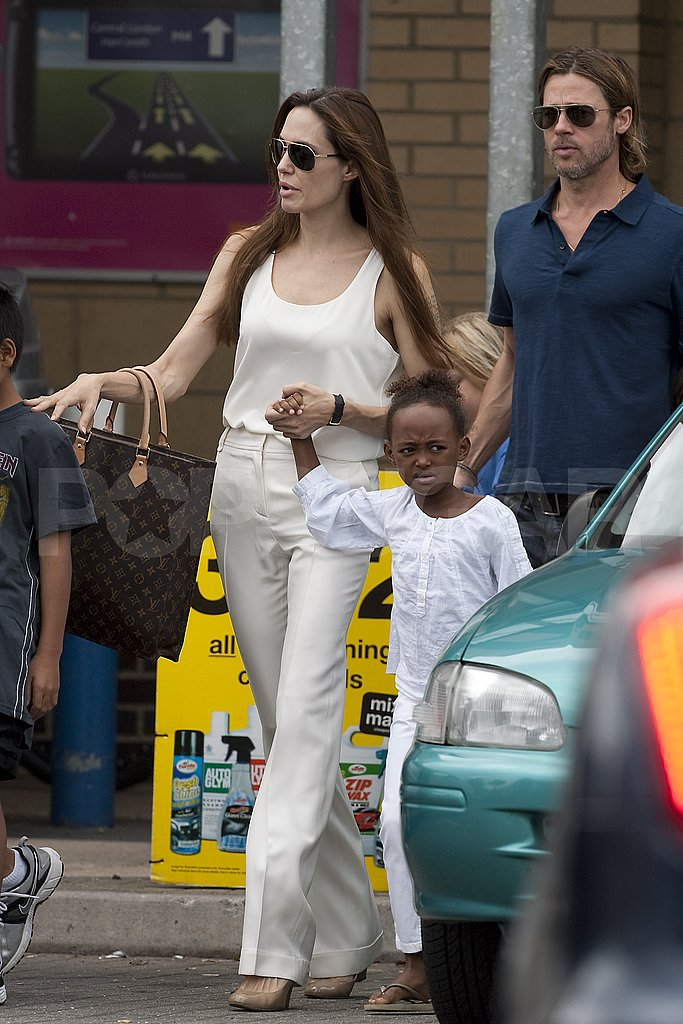 Angelina Jolie and Brad Pitt shop for bikes.