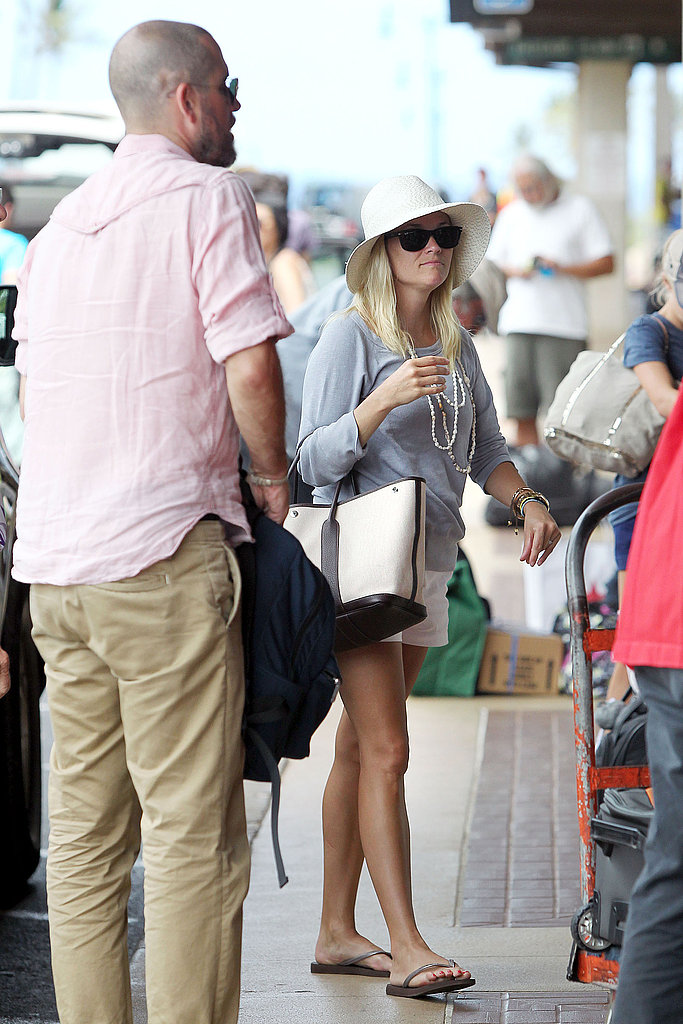 Reese Witherspoon and Her Family Return Home From Their Hawaiian Getaway