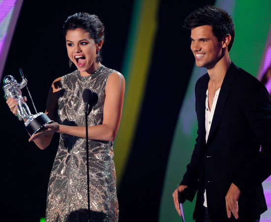 Former couple Selena Gomez and Taylor Lautner presented the award for best new artist.