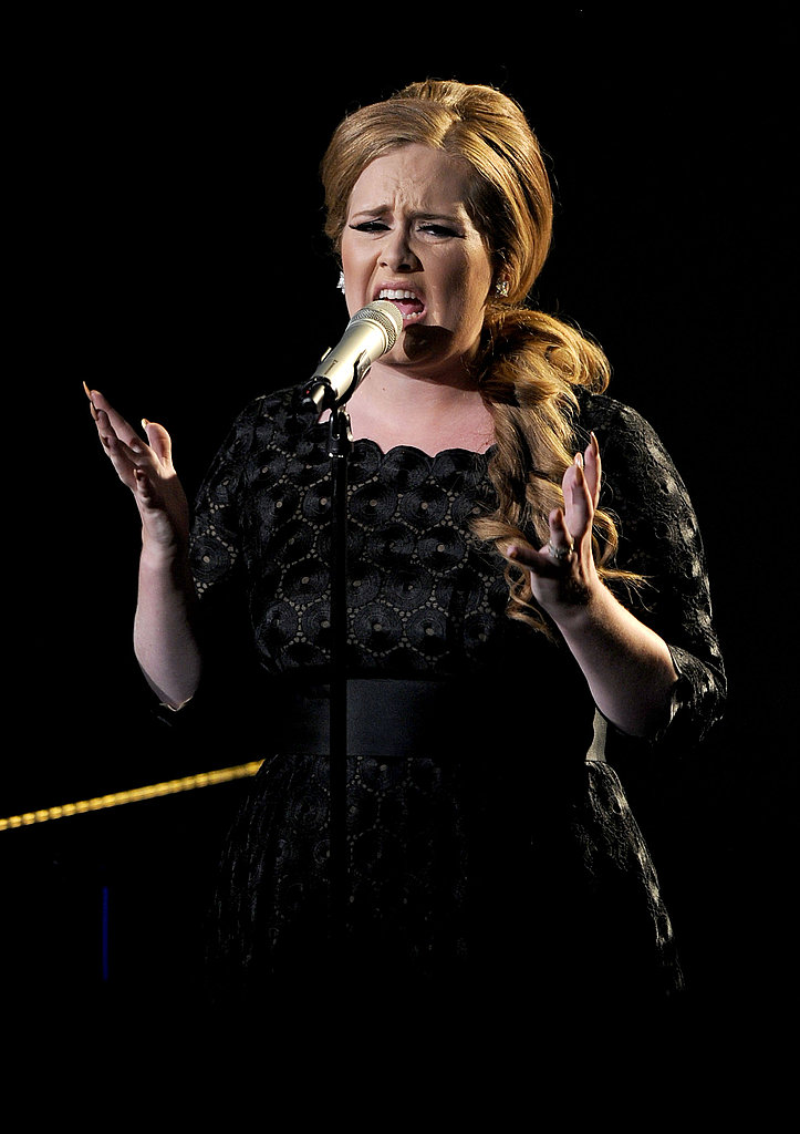 Adele sings at the 2011 MTV VMAs.