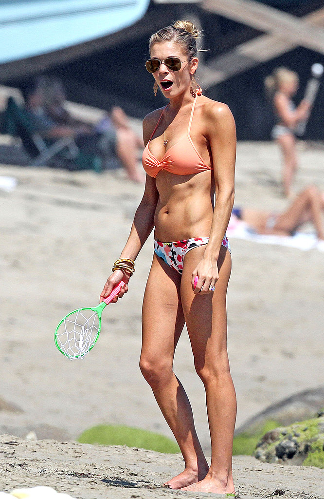 In August 2012, LeAnn Rimes showed off her fit physique while playing games on the beach in Malibu.