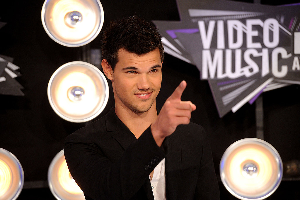 Taylor Lautner showed his fans some love on his way into the show.