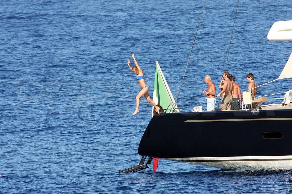 Her friends watched as Bar jumped from the boat.