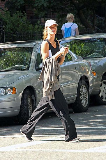 Gisele Bundchen Goes Baggy in Black For a Walk Around Boston