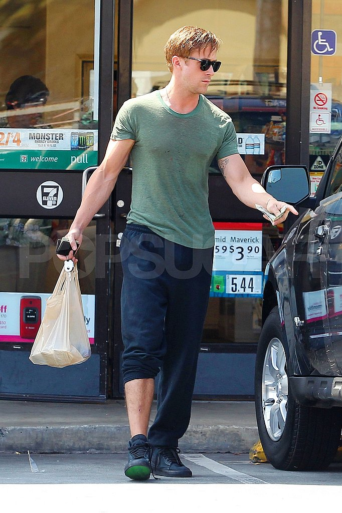 Ryan Gosling wearing a tight tee and sweatpants in LA.