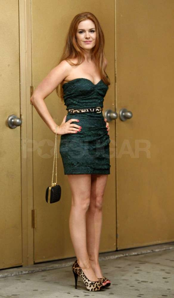 Isla Fisher wore a strapless dress on set.