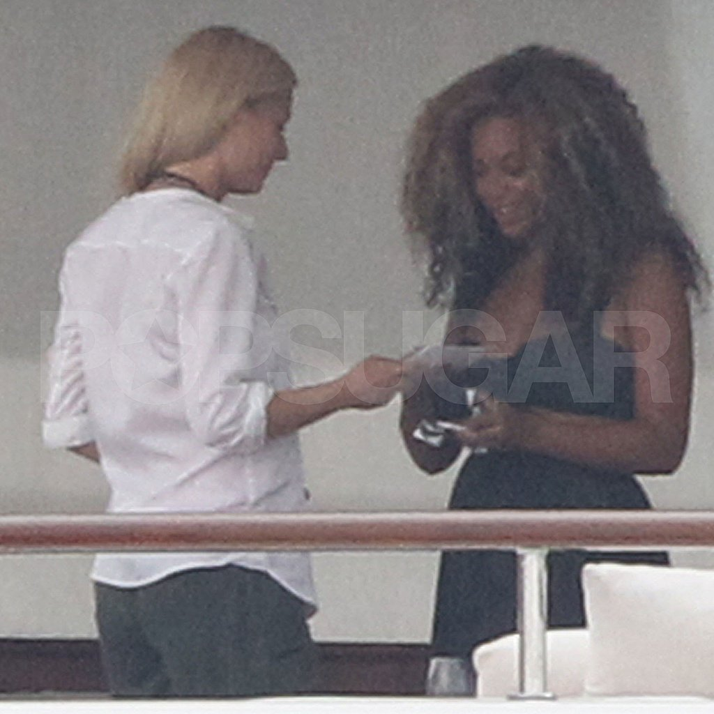Good friends Gwyneth Paltrow and Beyoncé Knowles talk.
