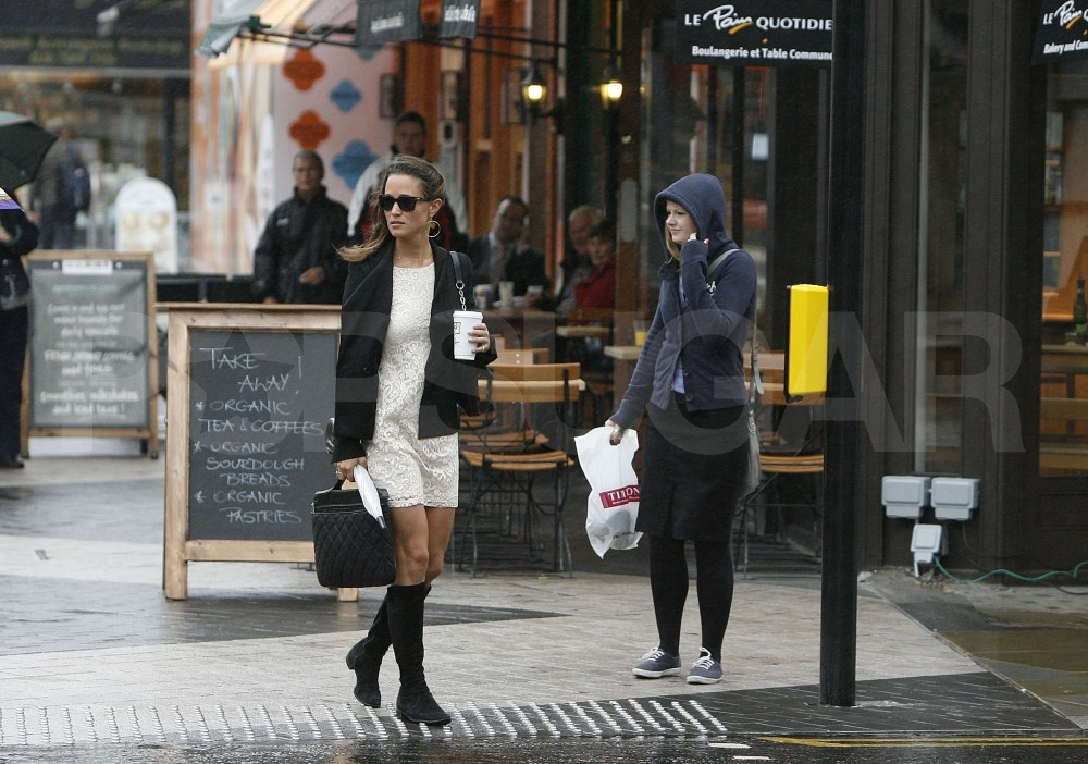 Pippa Middleton gets coffee.