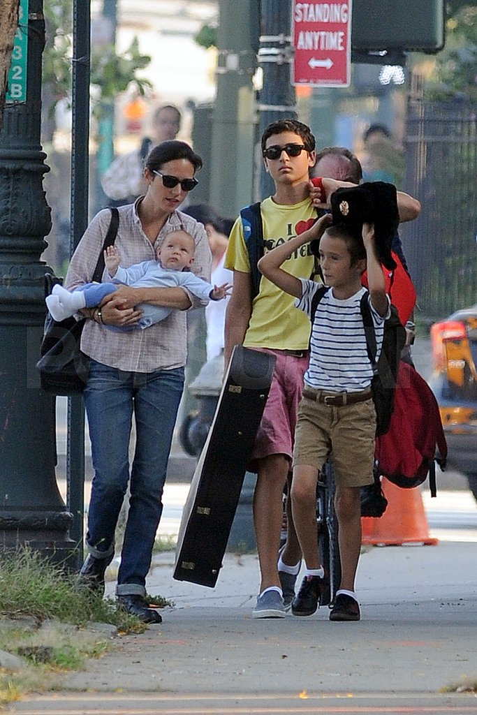 Stellan Bettany put on a hat for mom Jennifer Connelly and siblings Agnes Bettany and Kai Dugan.