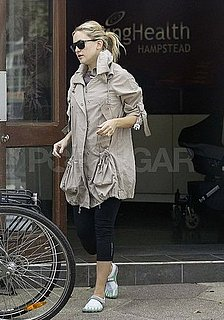 Kate Hudson Wearing Vibram Five Finger Toed Shoes Pictures