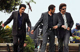 Benicio Del Toro wore a sports coat on the Savages set.