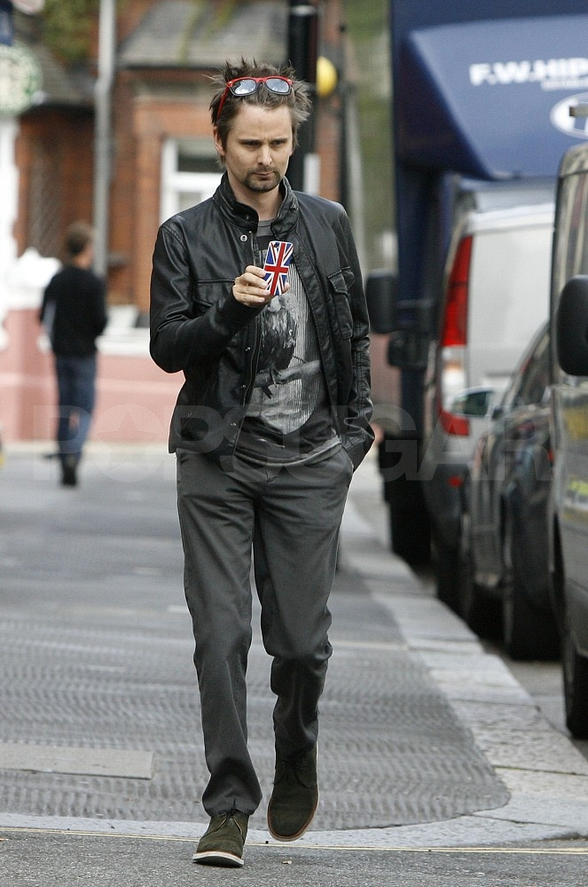 Matt Bellamy grabs food with Kate Hudson.