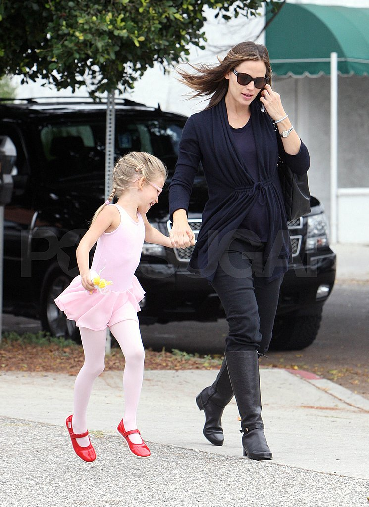 Jennifer Garner takes Violet to ballet.