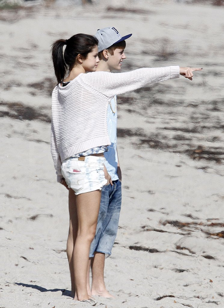 Selena pointed to something on the horizon.