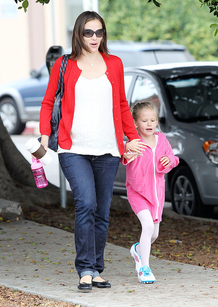 Jennifer Garner and Violet Affleck held hands.