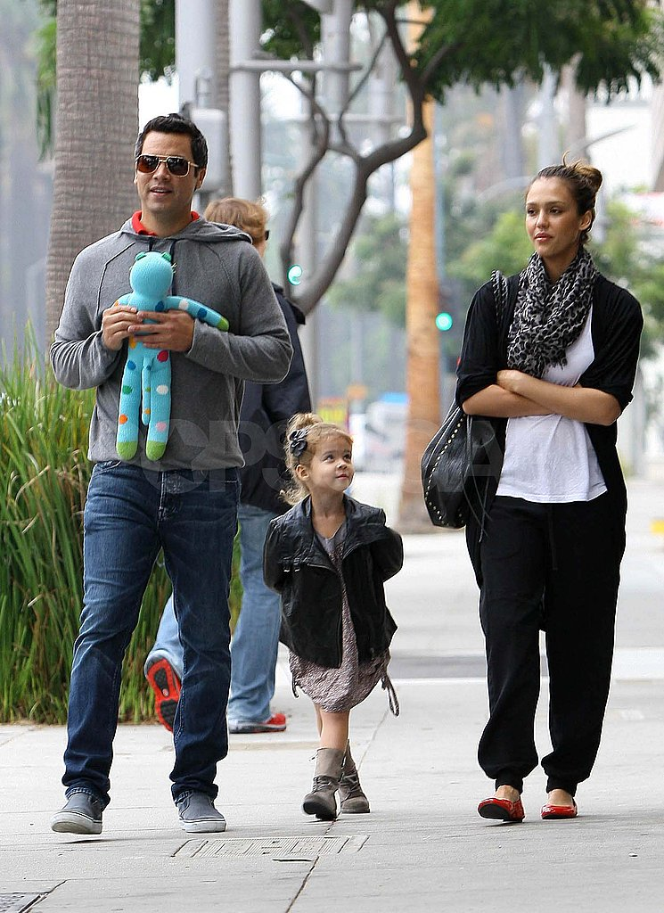 Jessica Alba and Cash Warren go to breakfast with Honor.