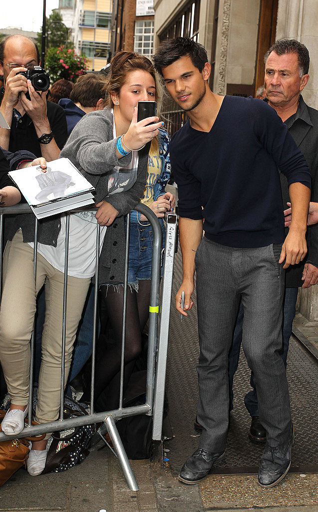 Taylor Lautner took some time for his fans.
