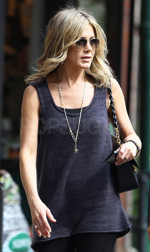 Jennifer Aniston stuck with a dark wardrobe for her TV appearance.
