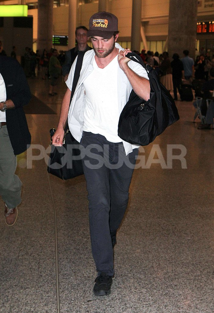 Robert Pattinson walked through the Toronto airport.