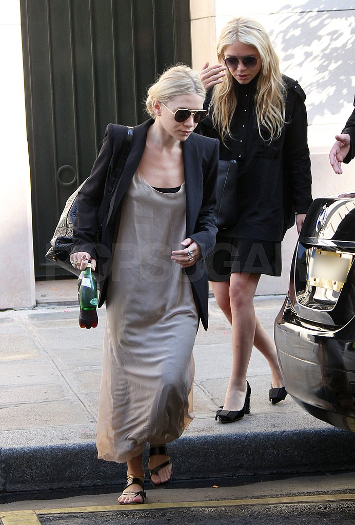 Mary-Kate and Ashley traveled together in Paris.