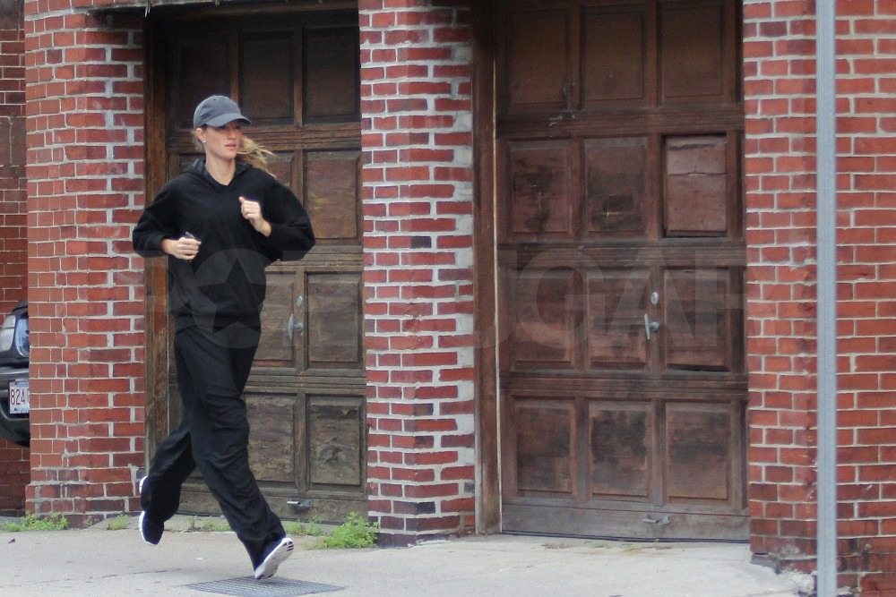 Gisele Bundchen ran to her Boston gym.