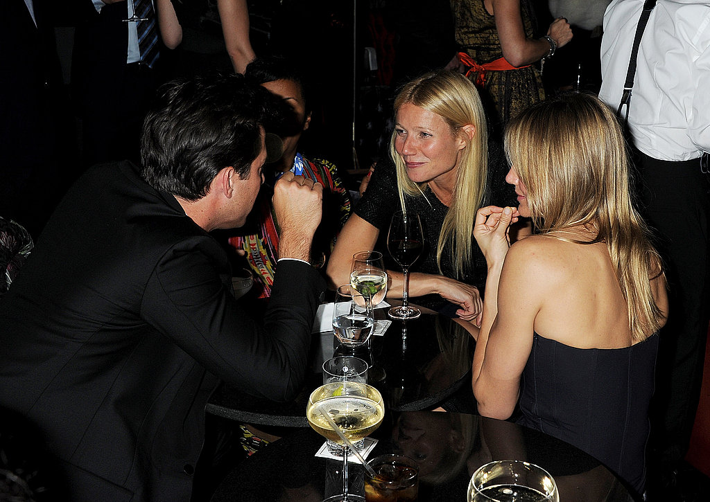 Gwyneth Paltrow and Cameron Diaz chat with Mark Ronson.