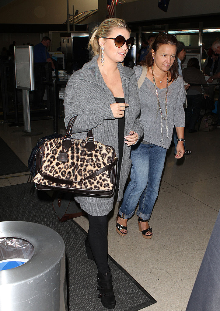 Jessica Simpson caught a flight out of LAX.