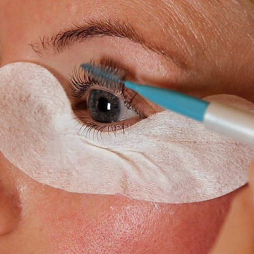 How to Dye Your Eyelashes at Home