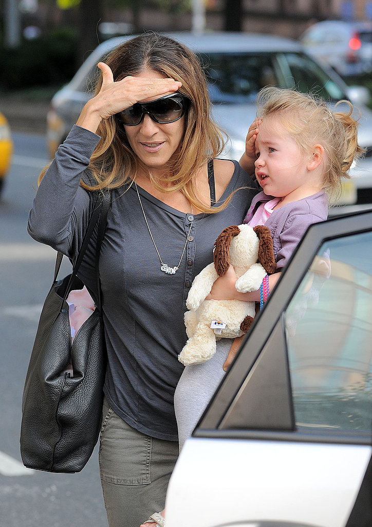 Sarah Jessica Parker helped Tabitha into the car.