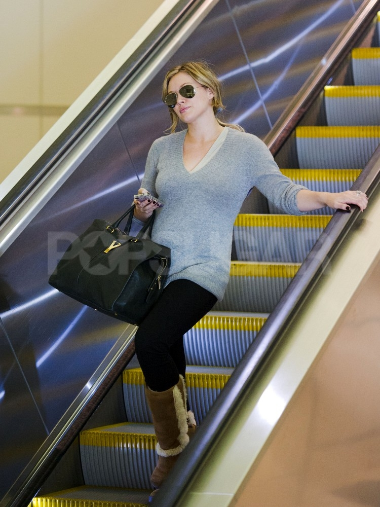 Hilary Duff wore Uggs to the airport.