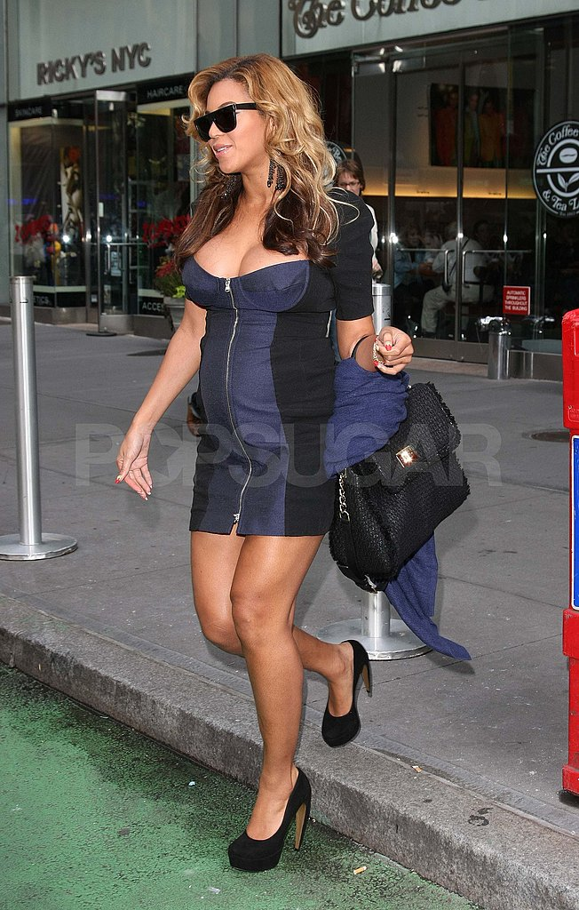 Beyoncé shows cleavage in NYC.