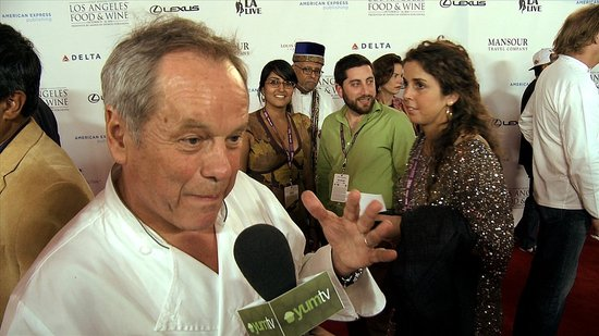 How Wolfgang Puck Cooks For a Crowd