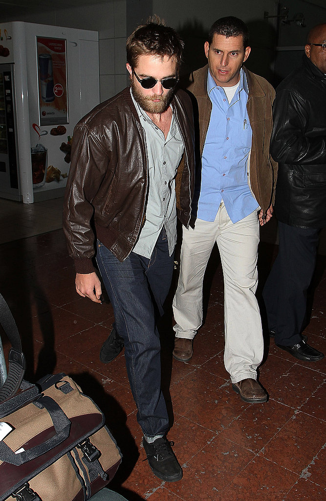 Robert Pattinson landing in Paris.