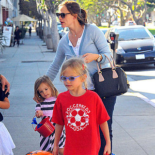Jennifer Garner Trick or Treating With Her Kids Pictures