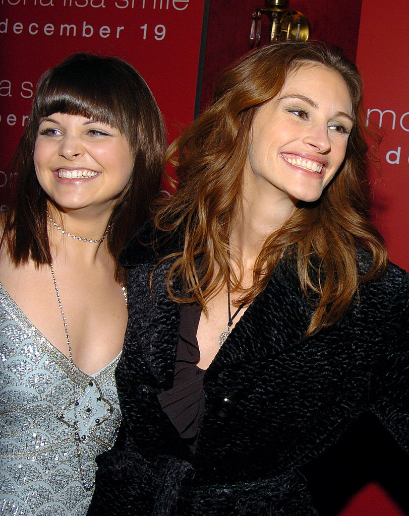 Julia Roberts and her Mona Lisa Smile costar Ginnifer Goodwin shared a smile at the movie's premiere in 2003.