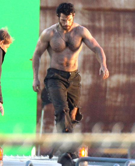 Henry-Cavill-Shirtless-Man-Steel-Set-Pictures.jpg