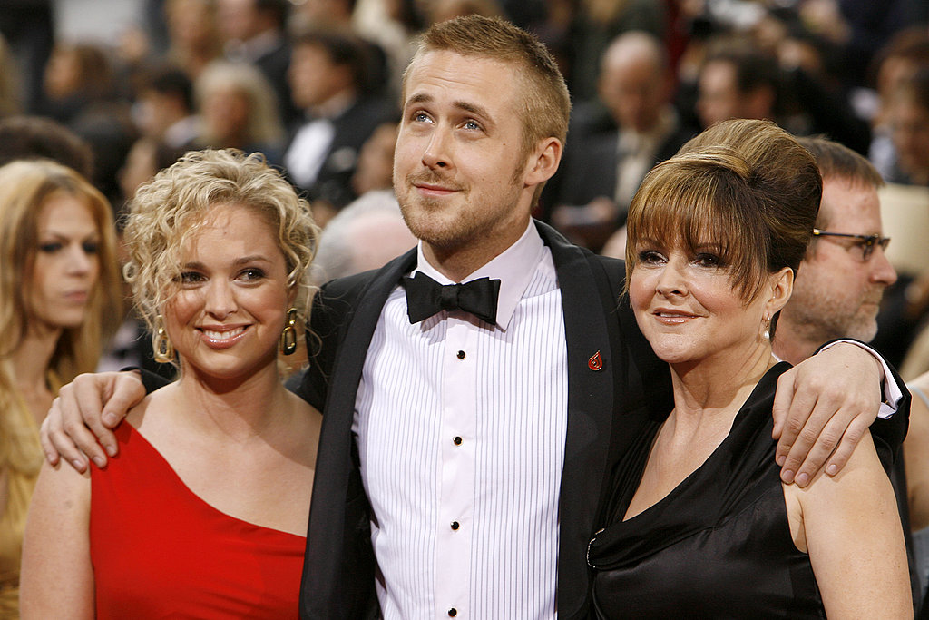 Ryan kept his sister and mom close at the 2007 Oscars.