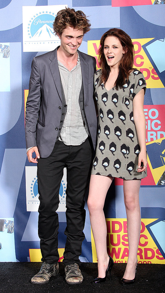 Kristen Stewart posed on the red carpet with Robert Pattinson in a hot minidress at the 2008 MTV VMAs.